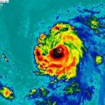 Huracán Douglas alcanza la categoría 3 y su trayectoria es con rumbo a Hawái.