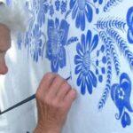 Agnes Kasparova: la abuela de 93 años que convirtió su aldea en una obra de arte.