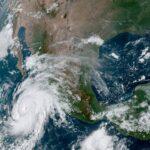 ÚLTIMA HORA: el huracán Genevieve alcanza categoría 4 en tan solo 12 horas.