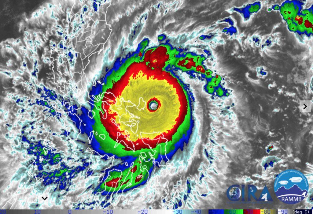 súper mega extremo tifón