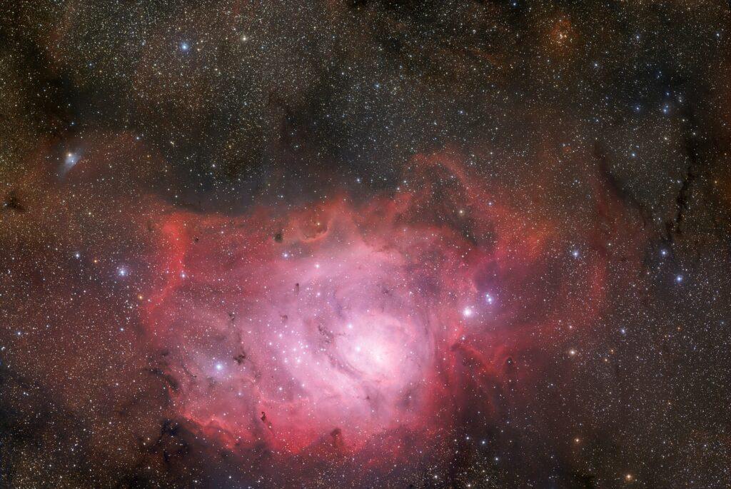 Usando uno de los telescopios ópticos más grandes del mundo, lograron detectar una galaxia emisora de una forma rara de rayos gamma (blazares)