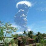 Erupción subpliniana del volcán Lewotolo, cientos de familias evacuadas.