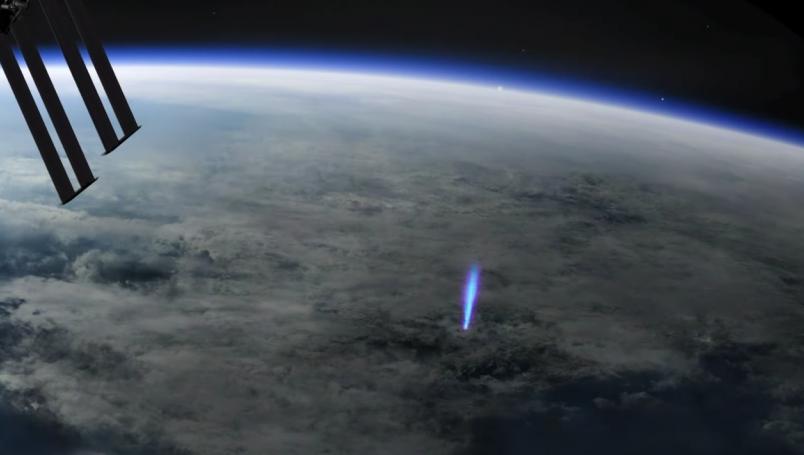 Rayo azul es captado desde la Estación Espacial Internacional.