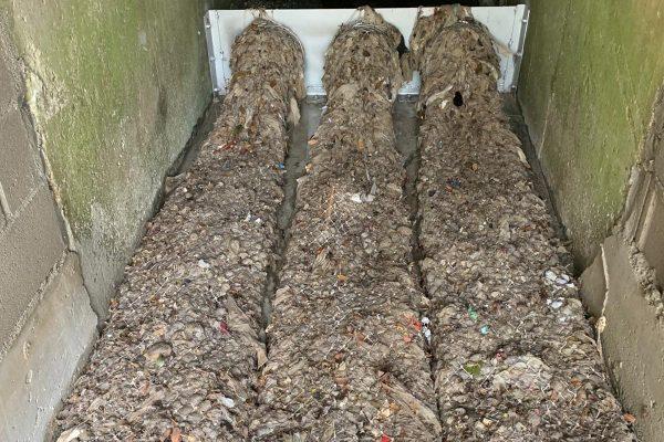 Sistema de mallas para evitar que desechos lleguen a mares y ríos.