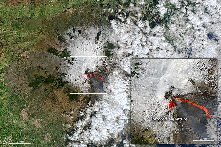 Etna y sus ardientes erupciones captadas desde el espacio.