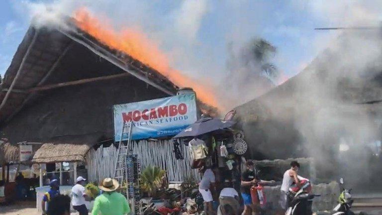Incendio en Isla Mujeres destruye tiendas y restaurantes.