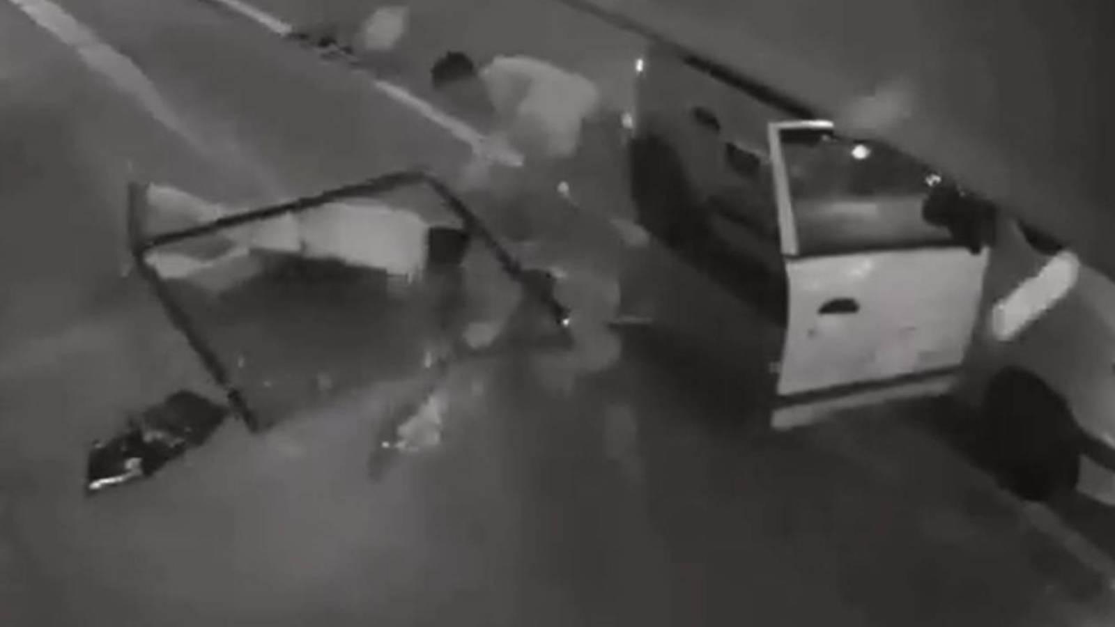 Ladrón cae de segundo piso y queda inconsciente (video).